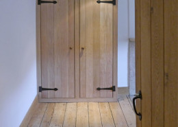 solid_oak_fitted_wardrobe