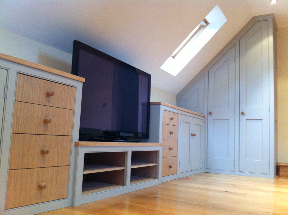 Furniture attic and under eaves cupboards dunham for Eaves bedroom ideas