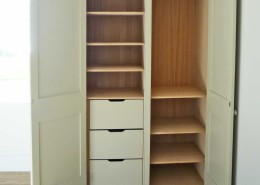 interior_of_fitted_wardrobe